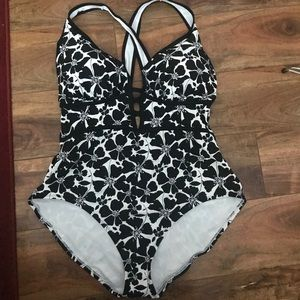 Adore Me black & White bathing suit 3x racerback